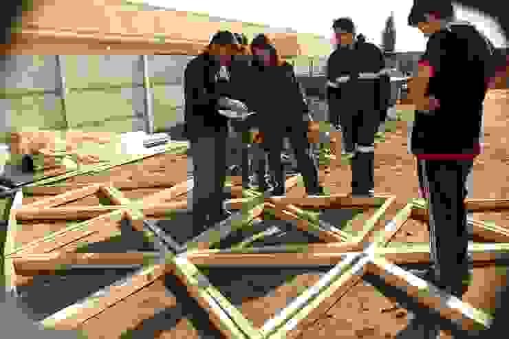 DOMO GEODÉSICO DE MADERA FRECUENCIA 4V Casas de estilo rústico de Ecodomos Rústico