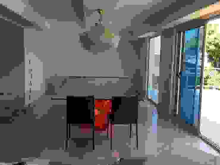 Apartamento Lomas de San Roman Comedores de estilo moderno de THE muebles Moderno