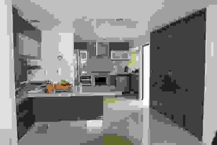 現代廚房設計點子、靈感&圖片 根據 COVANTTI CUISINE 現代風