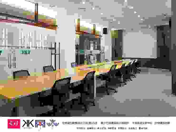 京悅設計 - 立督科技集團總部 再造 Reengineering 根據 京悅室內裝修設計工程(有)公司|真水空間建築設計居研所 簡約風 強化水泥