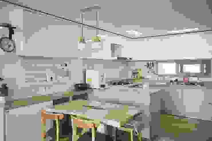 [홈라떼] 김포 34평 새아파트 민트 하우스 홈스타일링: homelatte의  주방