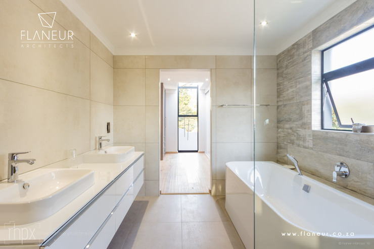 Salida del Sol Morningside:  Bathroom by Flaneur Architects,