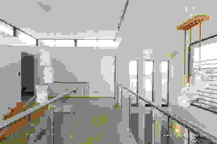 Salida del Sol Morningside Modern corridor, hallway & stairs by Flaneur Architects Modern