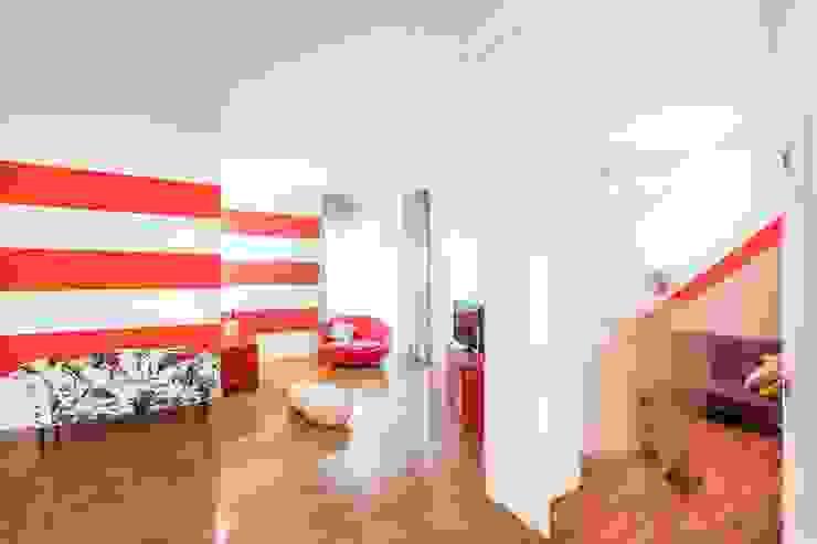 UAU un'architettura unica Ausgefallene Wohnzimmer Holz Mehrfarbig