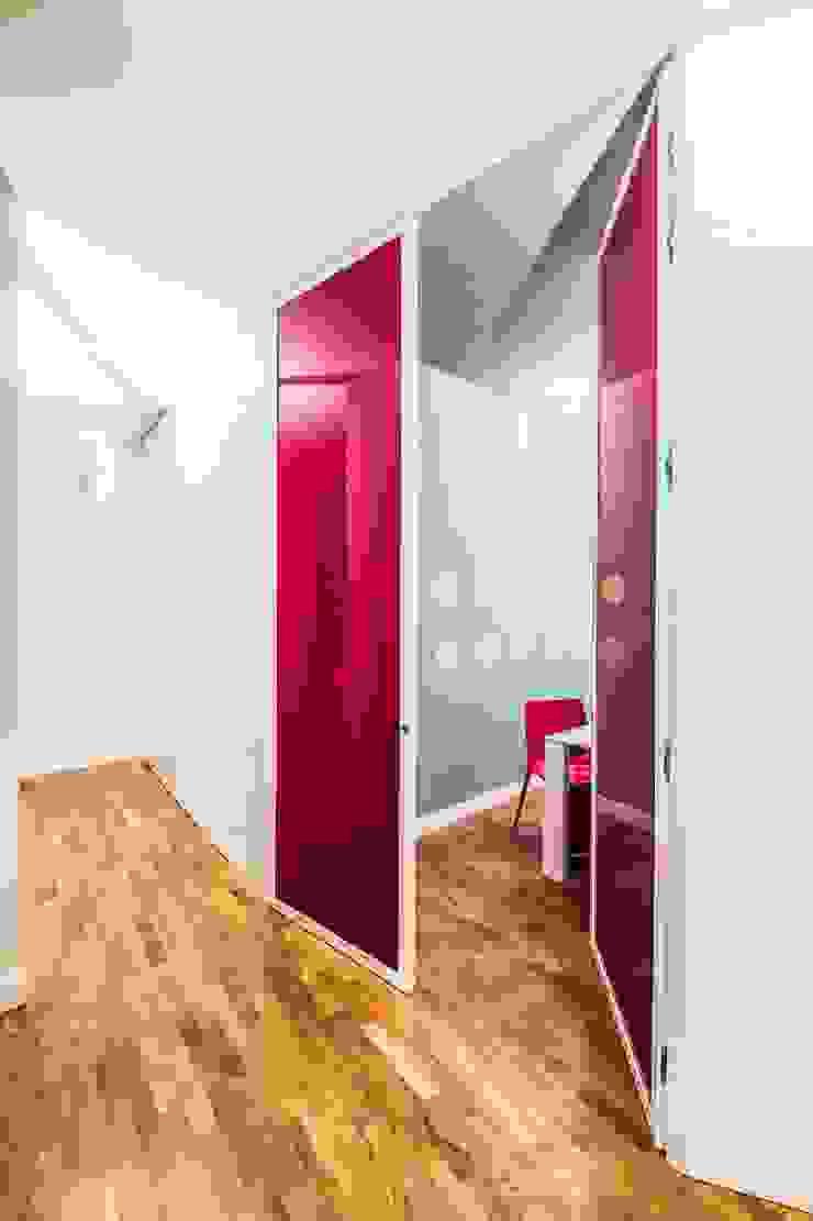 UAU un'architettura unica Ausgefallener Flur, Diele & Treppenhaus