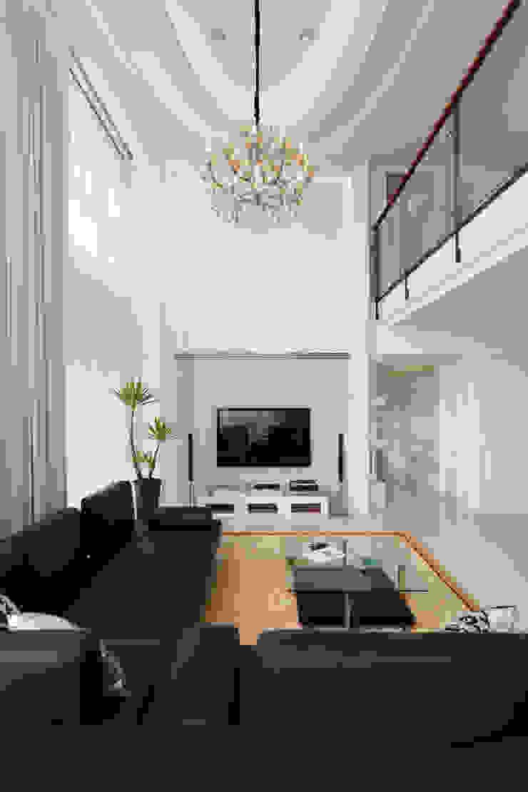 白色的極緻優雅: 斯堪的納維亞  by 誼軒室內裝修設計有限公司, 北歐風 皮革 Grey
