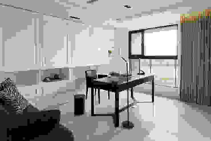 白色的極緻優雅: 現代  by 誼軒室內裝修設計有限公司, 現代風