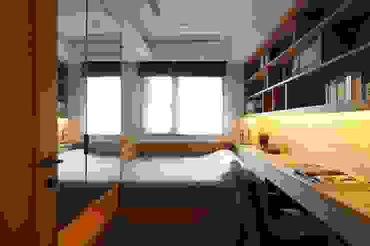 實木皮的美式線條 根據 誼軒室內裝修設計有限公司 日式風、東方風 實木 Multicolored