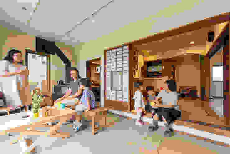 亞洲風玄關、階梯與走廊 根據 HAPTIC HOUSE 日式風、東方風 水泥