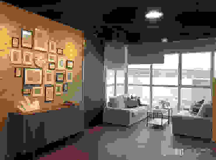 展廳大區: 現代  by 以恩設計, 現代風
