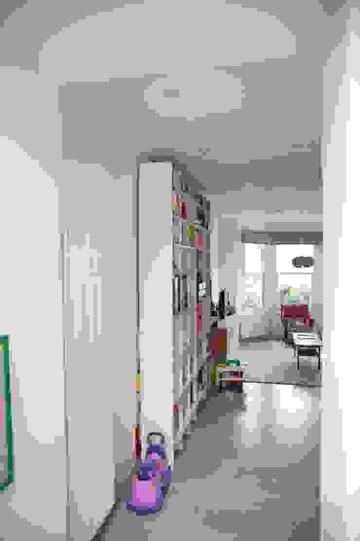 Living room shelf unit Modern Living Room by A2studio Modern