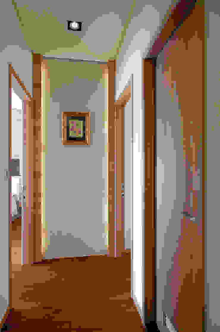生活溫度 現代風玄關、走廊與階梯 根據 芸采創意空間設計-YCID Interior Design 現代風
