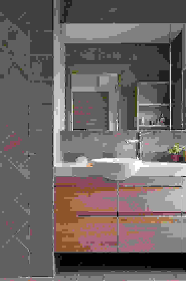 生活溫度 現代浴室設計點子、靈感&圖片 根據 芸采創意空間設計-YCID Interior Design 現代風