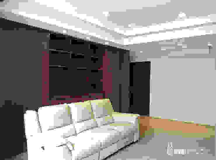 客廳 现代客厅設計點子、靈感 & 圖片 根據 以恩室內裝修設計工程有限公司 現代風