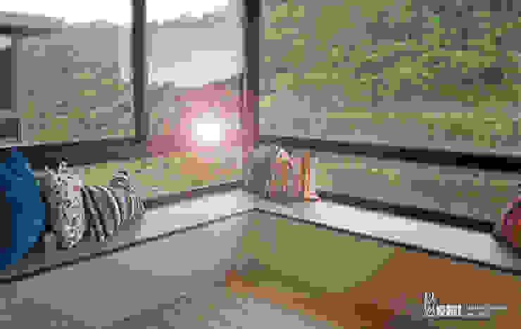 休閒臥榻區 根據 以恩室內裝修設計工程有限公司 現代風