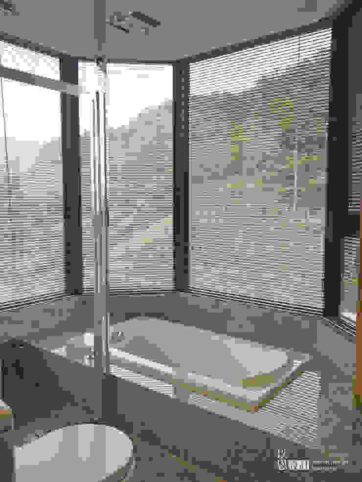 主臥衛浴 現代浴室設計點子、靈感&圖片 根據 以恩室內裝修設計工程有限公司 現代風
