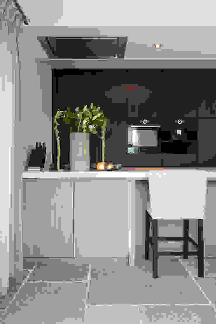Cozinhas modernas por Ilse Damhuis Stijlvol Wonen Moderno