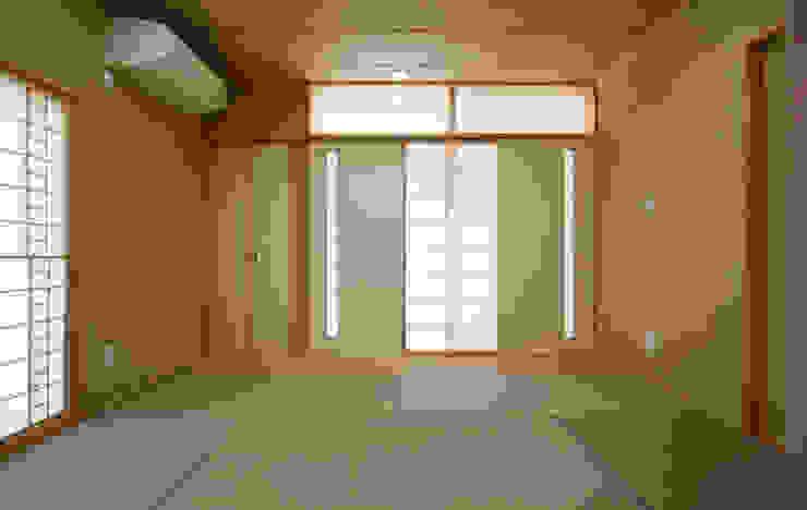 Habitaciones de estilo  por 吉田設計+アトリエアジュール
