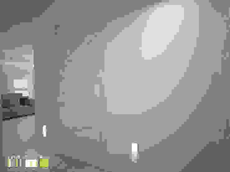 สไตล์ผสมผสาน ทางเดินห้องโถงและบันได โดย Мастерская интерьера Юлии Шевелевой ผสมผสาน