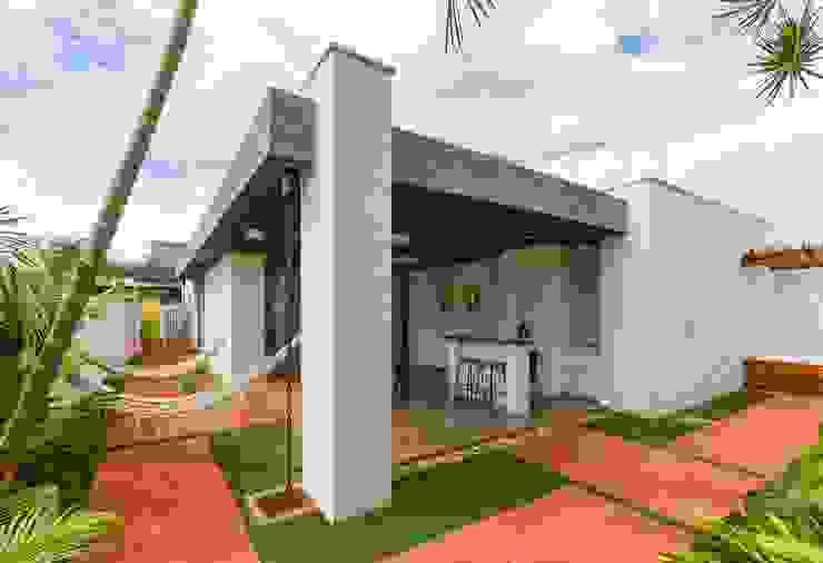 Modern houses by Diego Alcântara - Studio A108 Arquitetura e Urbanismo Modern Bricks