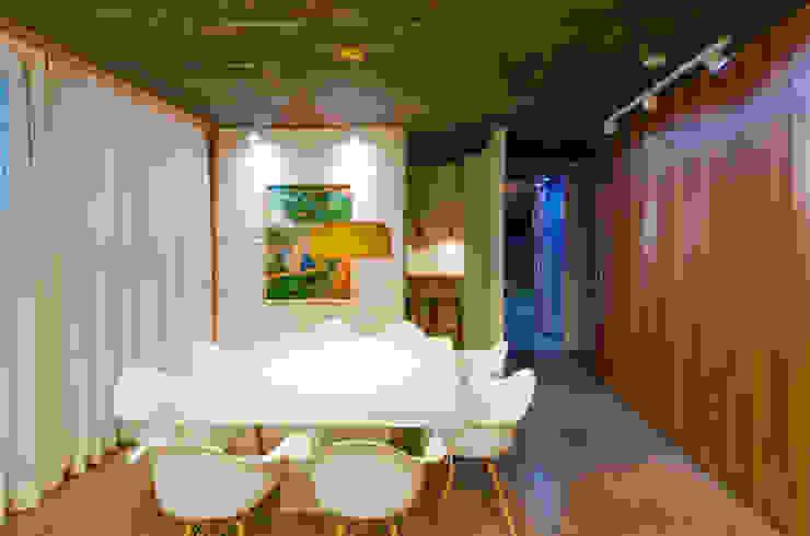 Comedores de estilo moderno de Diego Alcântara - Studio A108 Arquitetura e Urbanismo Moderno Ladrillos