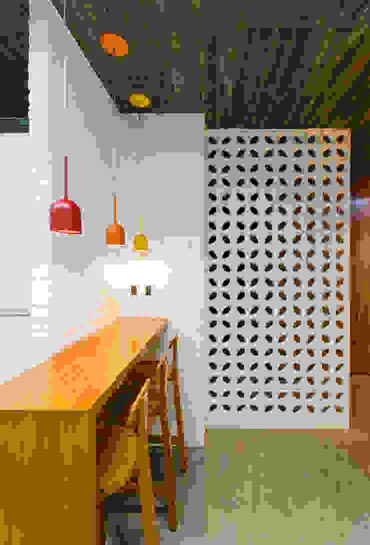 Cocinas de estilo moderno de Diego Alcântara - Studio A108 Arquitetura e Urbanismo Moderno Cerámico