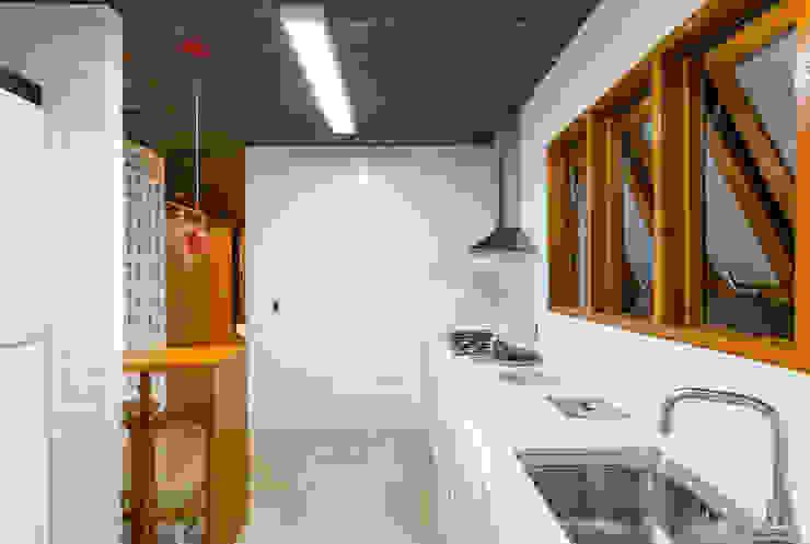 Cocinas de estilo moderno de Diego Alcântara - Studio A108 Arquitetura e Urbanismo Moderno Cuarzo