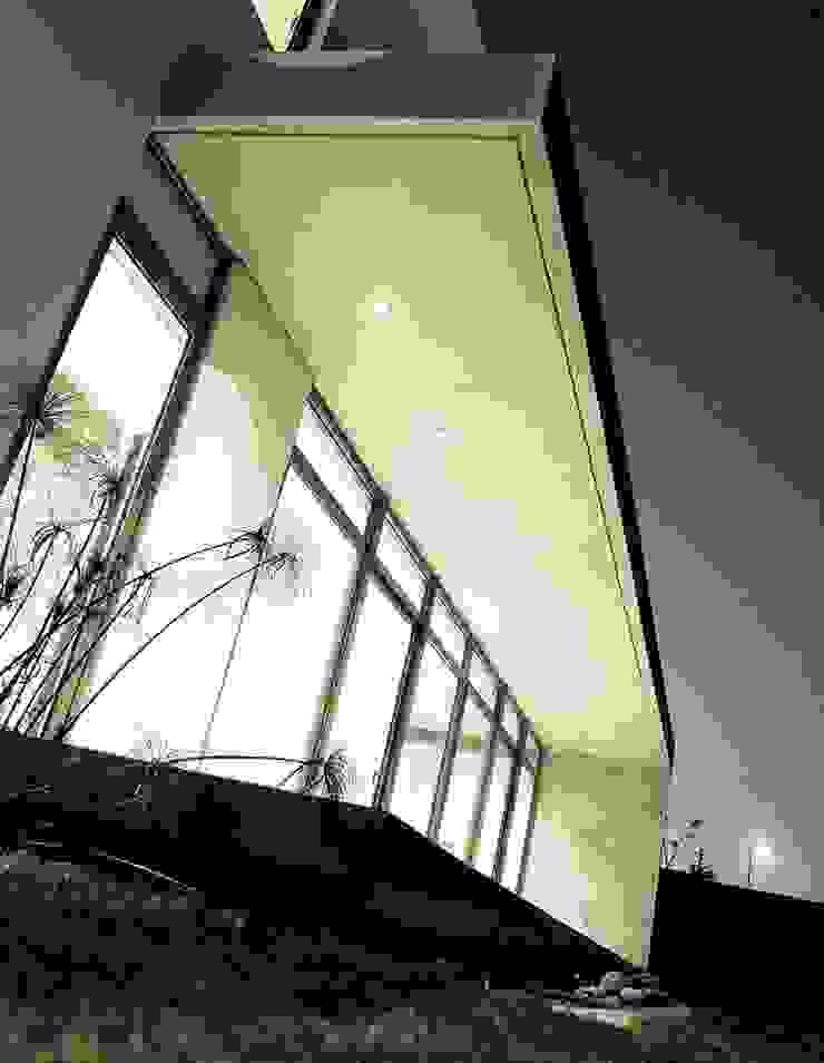 Terraza - Hormigón a la Vista - Cristales - Transparencia Casas estilo moderno: ideas, arquitectura e imágenes de JPV Arquitecto Moderno