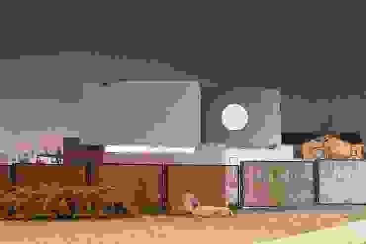 Fachada - Hormigón a la Vista - Doble Piel Casas estilo moderno: ideas, arquitectura e imágenes de JPV Arquitecto Moderno