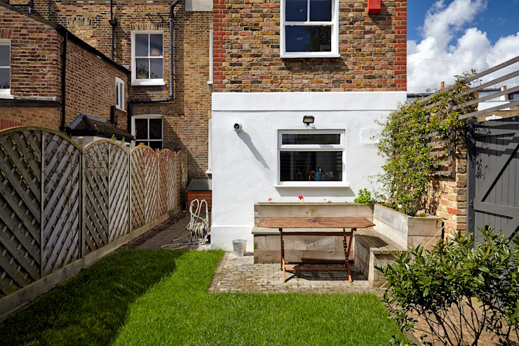 Stoke Newington Scandinavian style garden by House of Sylphina Scandinavian