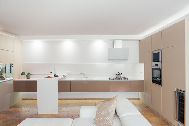 Cocinas de estilo moderno de manuarino architettura design comunicazione Moderno Vidrio