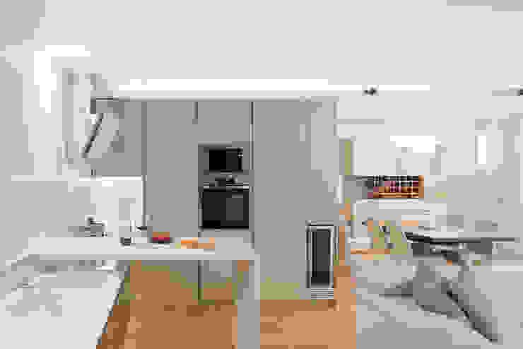 Cocinas de estilo moderno de manuarino architettura design comunicazione Moderno Madera Acabado en madera