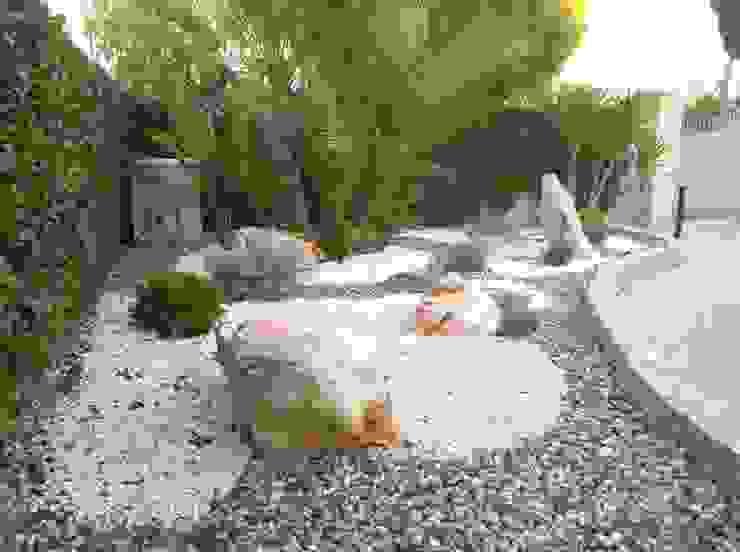 landscapeABC studio garden design Vườn phong cách mộc mạc Cục đá White