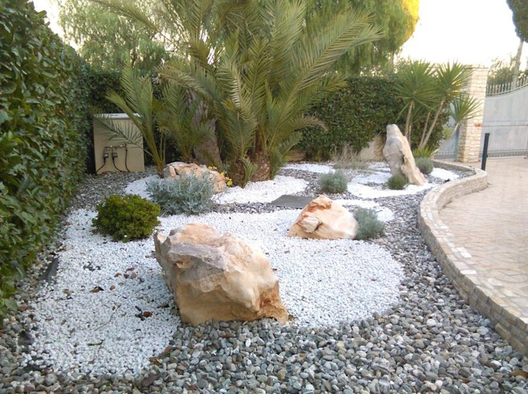 Garden by  landscapeABC studio garden design , Rustic Stone