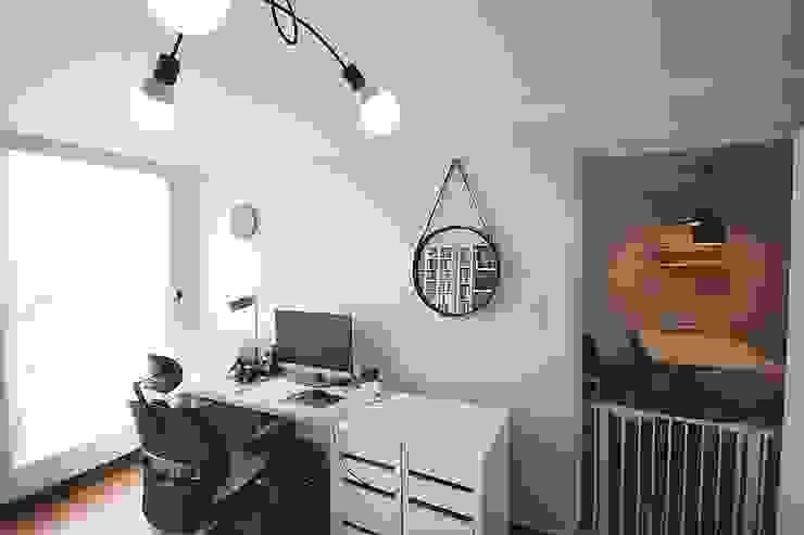 Ruang Studi/Kantor Minimalis Oleh homelatte Minimalis
