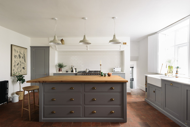 The Cheshire Townhouse Kitchen by deVOL:  Kitchen by deVOL Kitchens,