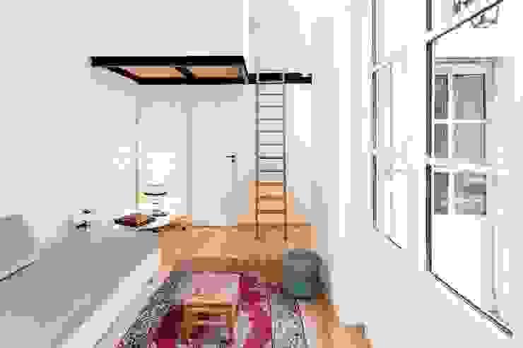 现代客厅設計點子、靈感 & 圖片 根據 Dominique Paolini Design 現代風
