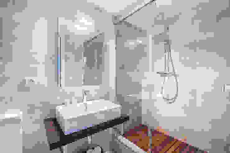 Phòng tắm phong cách Bắc Âu bởi Espacios y Luz Fotografía Bắc Âu