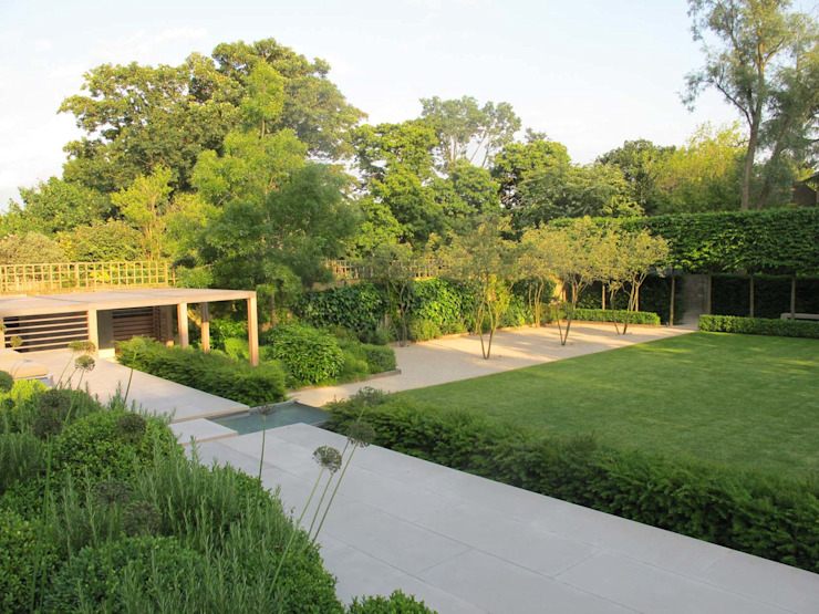 Formal Structural Garden - view across terrace to lower lawn Modern garden by homify Modern