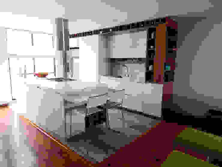 Apartamento Circunvalar de BIANCO Moderno Aglomerado