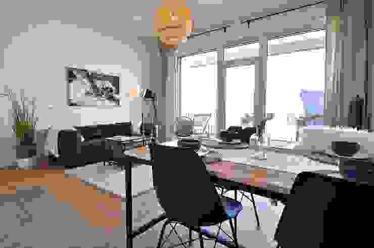 Maritim und männlich Karin Armbrust - Home Staging Industriale Wohnzimmer