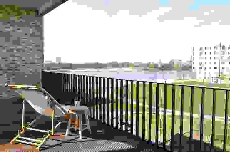 Maritim und männlich Karin Armbrust - Home Staging Industrialer Balkon, Veranda & Terrasse