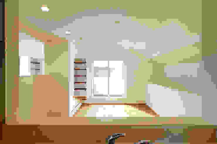 Salas de estilo  por 株式会社ハウジングアーキテクト建築設計事務所