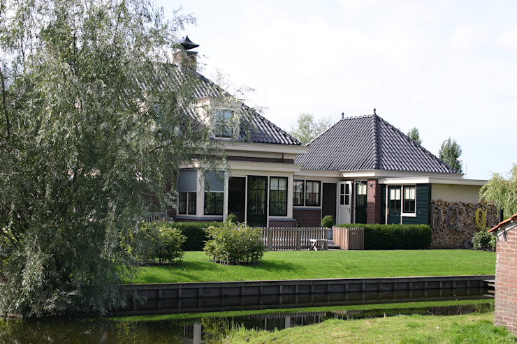 Classic style houses by De Stijl atelier voor bouwkunst Classic