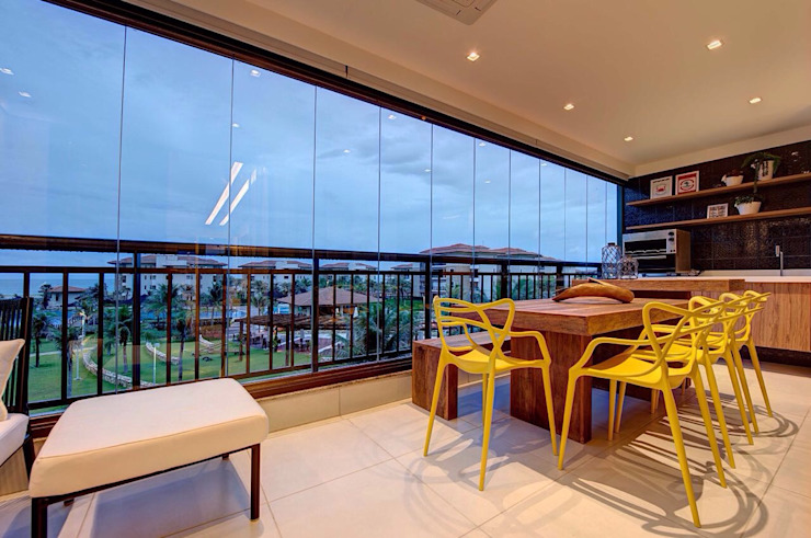 Modern balcony, veranda & terrace by Arquiteta Raquel de Castro Modern