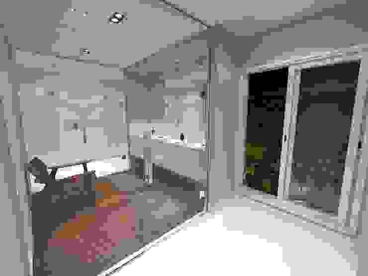 Vista 03 - Área do Vazo Jeffer Henrich Banheiros minimalistas Cerâmica Branco