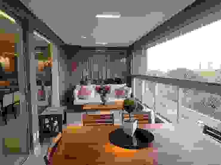 Balcon, Veranda & Terrasse classiques par Daniel Di Rezende Bernardes Arquitetura Classique