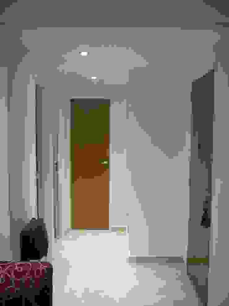Hall Acceso Pasillos, vestíbulos y escaleras modernos de JIEarq Moderno