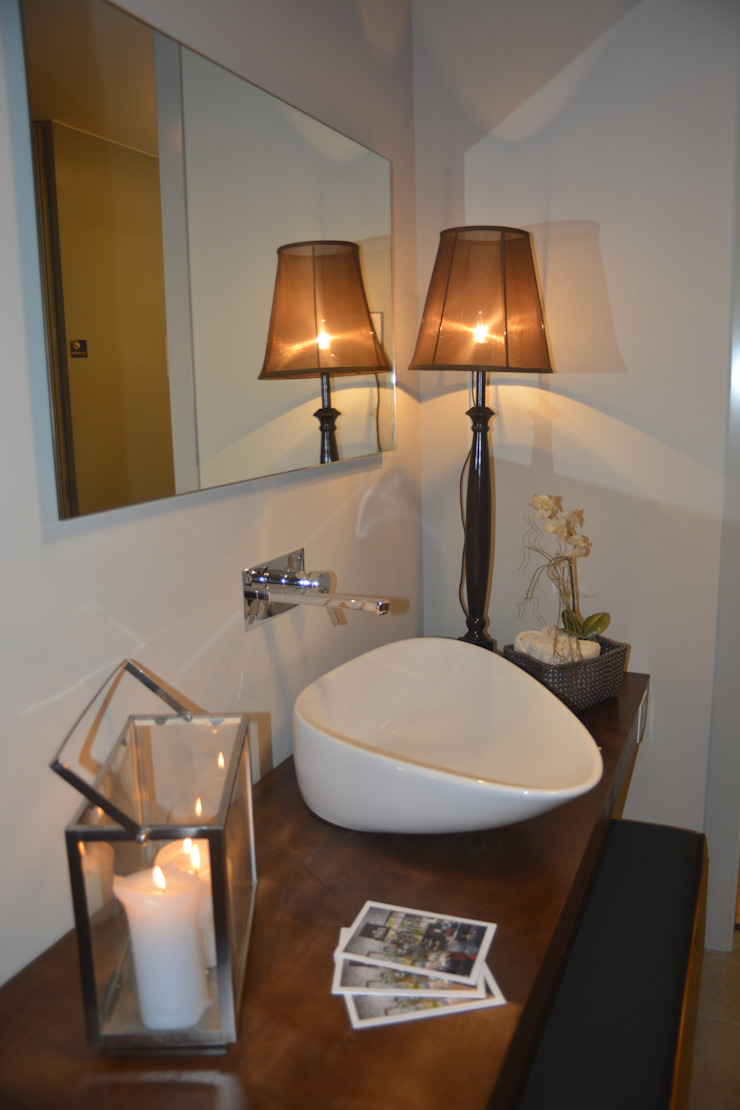 Modern Bathroom by carla gago-interiores Modern
