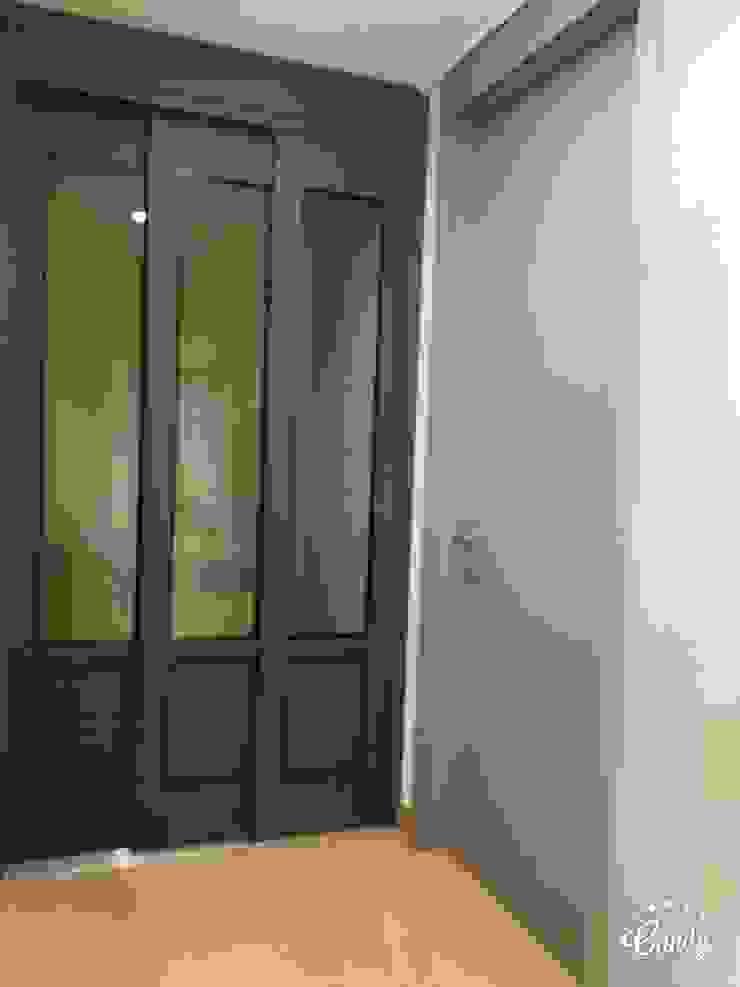 Modern corridor, hallway & stairs by homelatte Modern